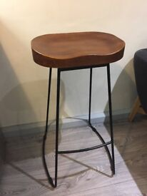 2 x Vintage Rustic Pub Bar Stool with Black Frame and Solid Hard Wood