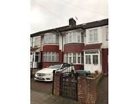 5 Bedrooms House with Garden and Parking Space North London, N17 £577pw £2500 pcm