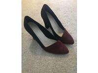 Ladies navy and burgundy suede court shoes. 6/39