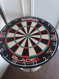 Round darts table