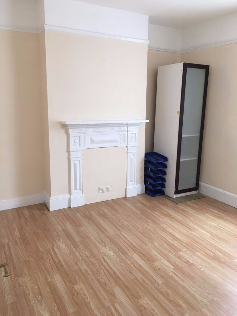 2 Bedroom First Floor Flat to Let on York Road, Ilford IG1 3AF