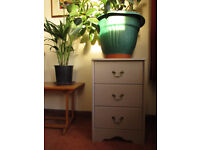 Chest of drawers, 3 drawers, bedside table, very clean and good condition