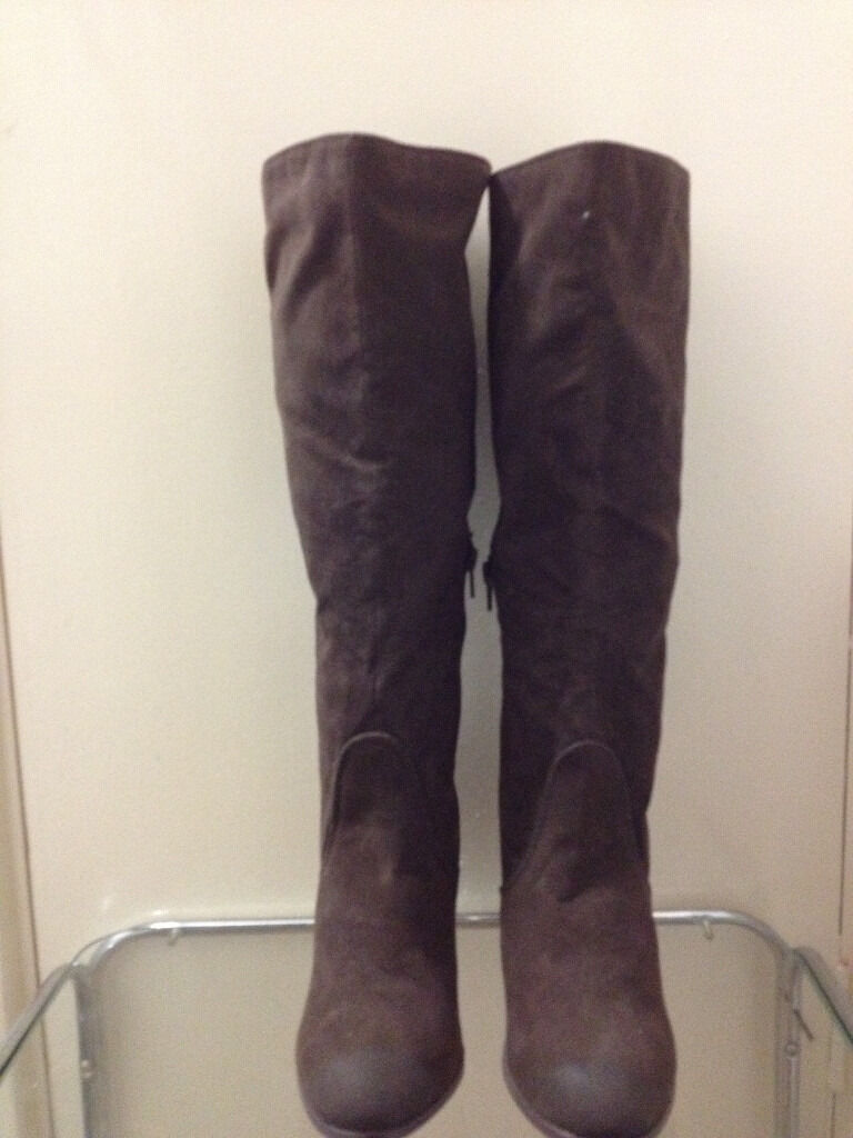 Totally new bootsbought for £35 but on sale her for £6 size 5