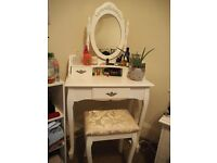 *Gorgeous* white wooden vintage style dressing table/ dresser & mirror, good condition