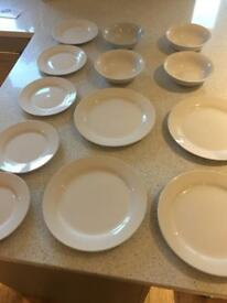 13 piece dinner set - plates and bowls