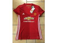 Manchester United woman's football top