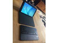 SAMSUNG GALAXY TAB E with Ivso case/keyboard