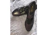 size 4 ladies black tap shoes