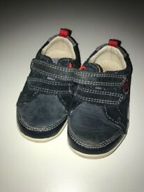 Navy Clark's shoes Size 3.5 F