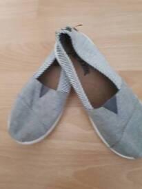 Next canvas shoes size 11