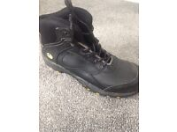 Safety boots size 9 brand new