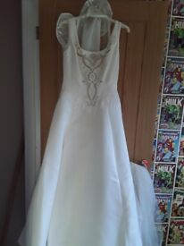 Ivory wedding dress with vail,tiara and bouquet