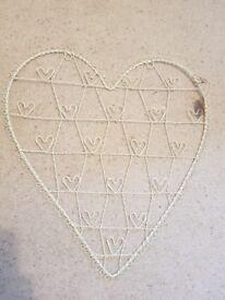 Vintage wire heart photo/letter holder