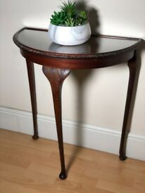 Half moon mahogany display table in excellent condition ONLY £60