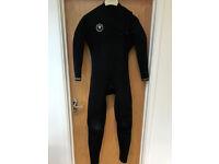 Vissla 7 Seas 5/4mm Men's Wetsuit in Black with Gold logos Size: Large.