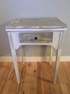 Table / Sewing machine