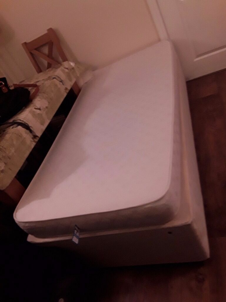 Single divan bed, rarely used, excellent condition.