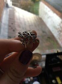 Pandora Shimmering Leaves Ring
