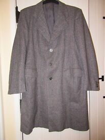 """MENS VINTAGE OVERCOAT CONTINENTAL BLACK, GREY RED PLAID EX COND 42/44"""""""
