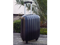 BLACK HARD SHELL SUIT CASE WITH 4 WHEELS AND EXTENDABLE HANDLE .