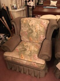 3 piece sofa suite (2 arm chairs and a 3 seater sofa). No fire labels. Must be able to collect.