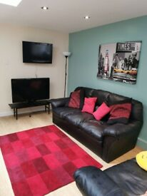 TWO LARGE DOUBLE ROOMS TO RENT NEAR BELFAST CITY CENTRE