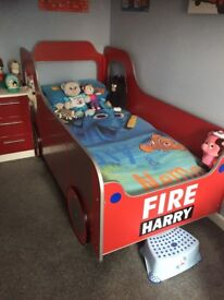 FIRE ENGINE SINGLE BED, LIGHT AND LOTS OF EXTRAS. £100 THE LOT