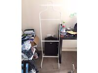 clothes stand/hanger