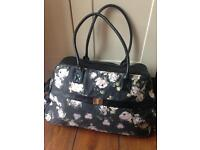 Overnight Ladies Bag Hold-all Pretty Floral Design - Case