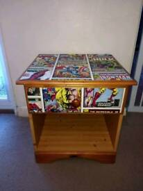 1 DRAWER PINE EFFECT BEDSIDE DECOUPAGED IN MARVEL DESIGN – W49 X D44 X H50