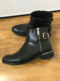 Short leather boots 5uk