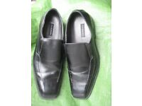 Pair of New Via Europa Black Slip-On Shoes - Size 12