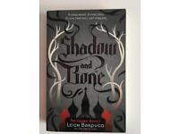 Book shadow and bone by Leigh Bardugo