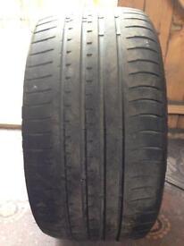 255/35/18 Accelera tyre