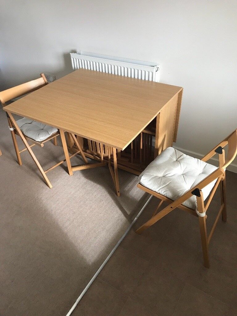 Butterfly folding table with 6 chairs