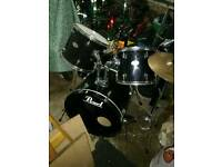 Pearl forum drum kit black (with extras)