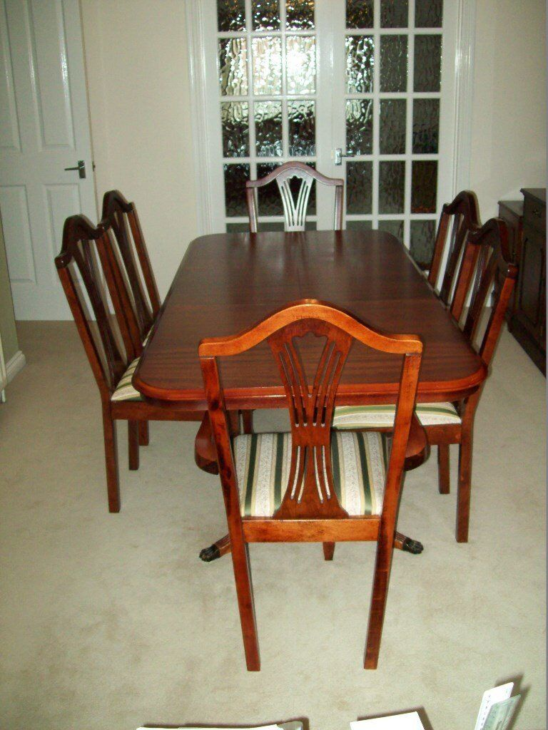 Very good condition-Mahogany style Extenedable Dining table with 2 carver & 4 chairs