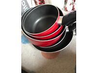 Red saucepan/frying pans