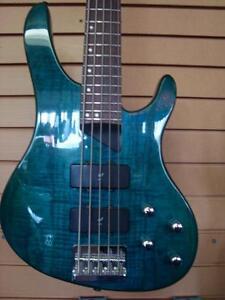 Bass 5 cordes Washburn XB-500
