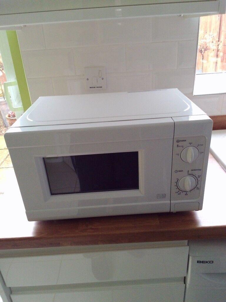 700watt Microwave - white