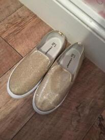 Gold sparkly shoes, size 8.
