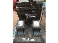 Makita Bluetooth radio 2x 5ah batteries and charger
