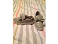 Women's grey bow shoes