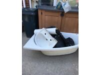 Corner bath and sink *Free * buyer to collect
