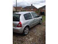 Clio 2005 very good Car 37k MOT end 02/2018 very clean ,and Full service history