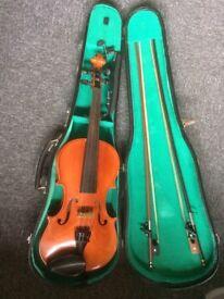 Suzuki Violin 4/4, case, two bows: in good order