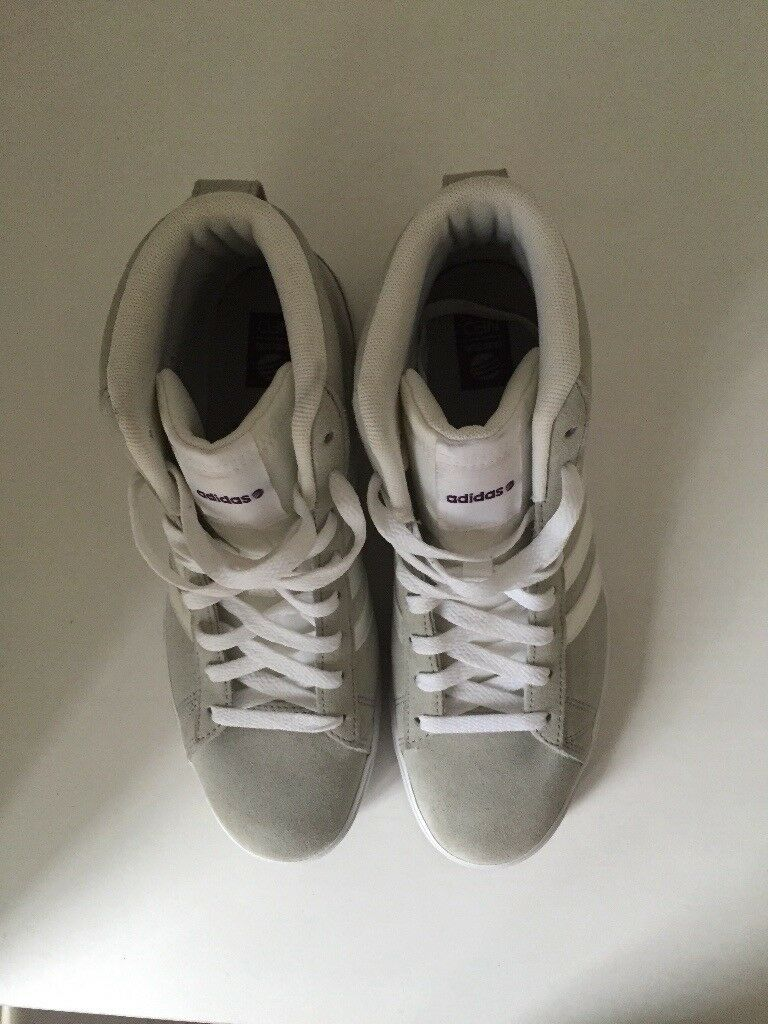 Adidas women's size 5 trainers- New*