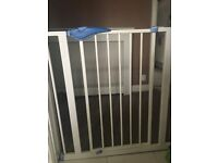 baby safety gate for door