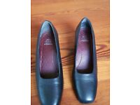 Ladies court shoes, Hush Puppies size UK4