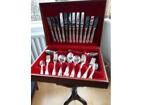 44 PIECE SILVER PLATED KINGS PATTERN CANTEEN OF CUTLERY.